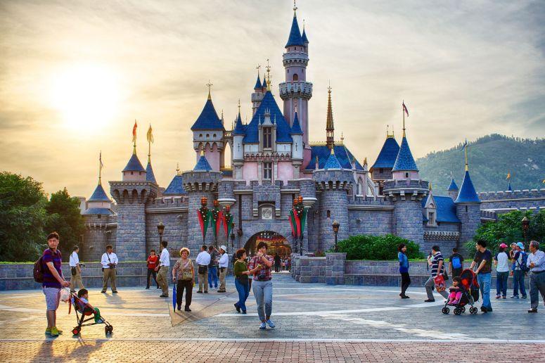 Hong-Kong-Disneyland-Scott-Crewsswell-58dad6555f9b584683b0d4d0
