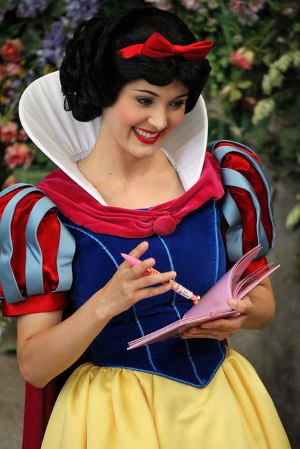 snow-white-and-disney-store-walt-disney-world-princess-autograph-pen-gallery