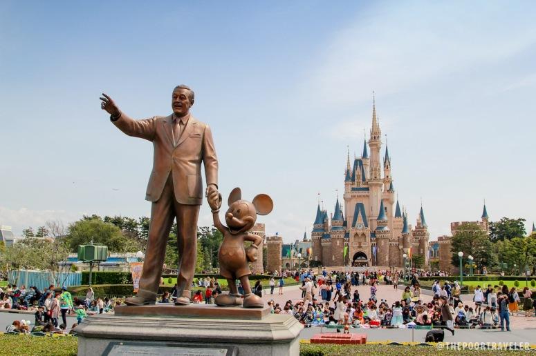 tokyo-disneyland-partners-statue